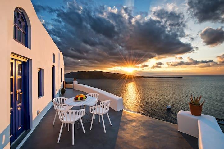 Domus Solis luxury villa in Oia