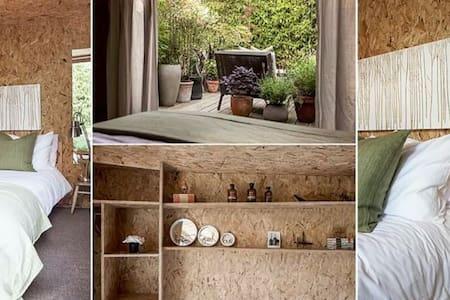 Stylish Garden Cabin - South Houston