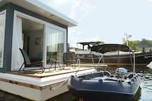Uw eigen terras en aanlegsteiger op het water