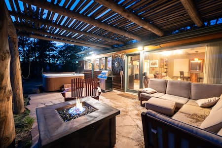 Lookout Mountain Cabin, hot tub, pet friendly