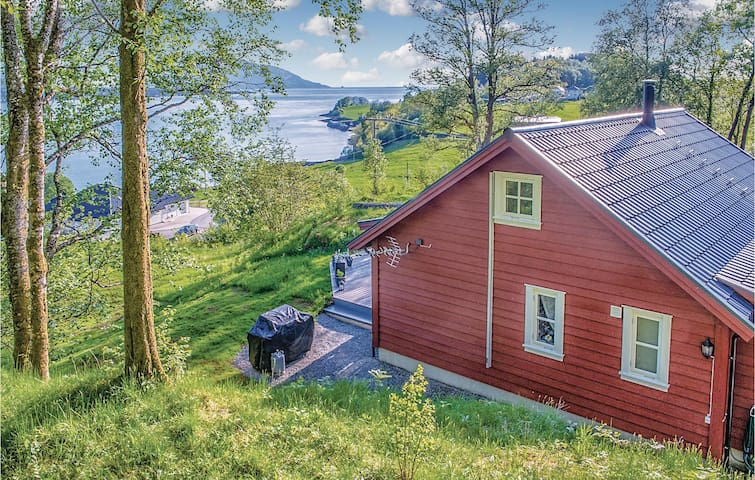 Holiday cottage with 3 bedrooms on 100m² in Naustdal