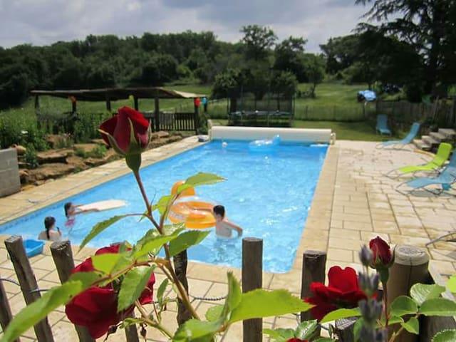 """Gîte """"Bellevue""""  ds une ancienne ferme piscine 6 P - Aulon - Appartement"""