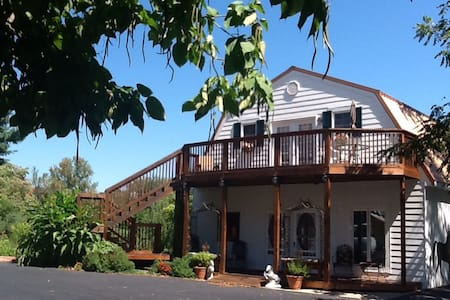 SPRING SPECIAL: Carriage House! - Louisville - Aamiaismajoitus