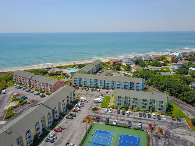 Beautiful Condo Steps Away From White Sandy Beach