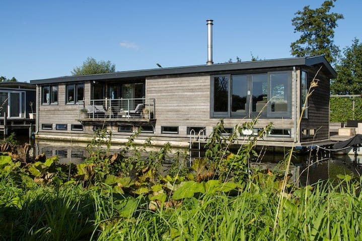 Beautiful modern houseboat in lake district - Nieuwersluis - Barco