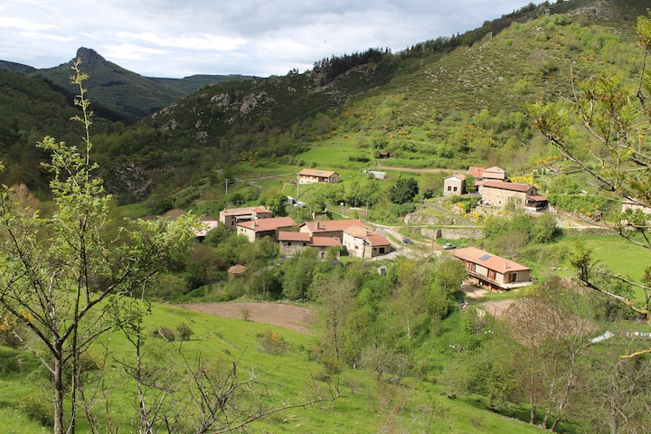 Maison en Ardèche (lacs, rivières, montagnes,...)