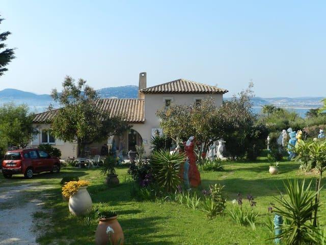 maison mitoyenne avec jardin et ter - Hyères - บ้าน
