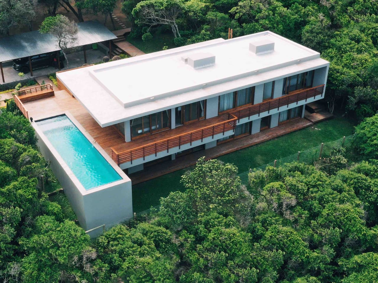A modern architecture beach luxury house. Right on the beach front of Mozambique Ponta do Ouro Marine reserve. NEW DECK WALKWAY WITH DIRECT ACCESS TO THE BEACH
