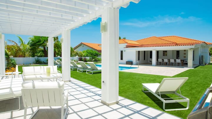 4 Bedroom Luxury 'Villa Noah'