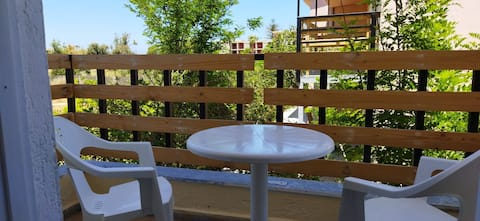CLEO  ROOM &BALCONY IN THE TREES  250m FROM BEACΗ