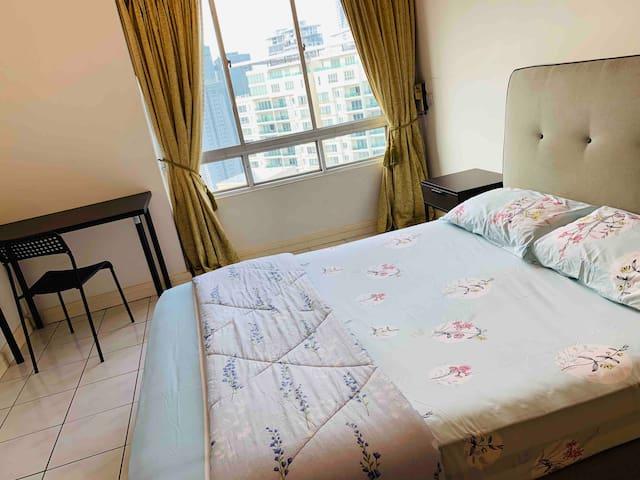 Cozy master bedroom in bnagsar south,Nexus