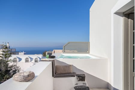 CAPTAIN'S HOUSE IN THE HEART OF OIA - Oia