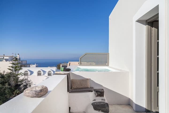 CAPTAIN'S HOUSE IN THE HEART OF OIA