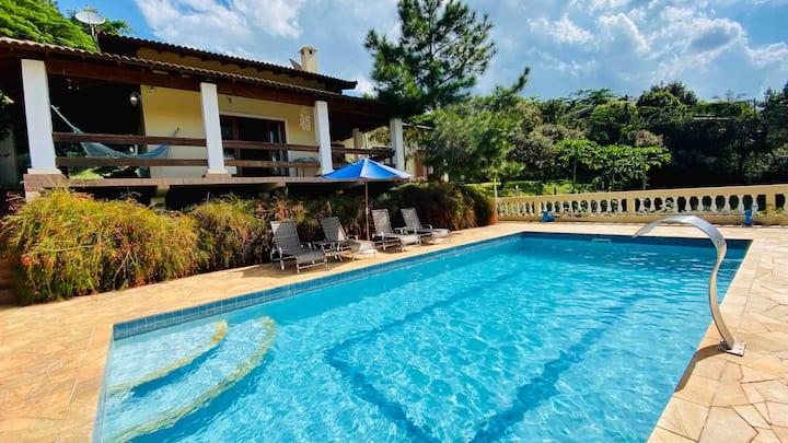 Condomínio fechado, conforto, piscina aquecida