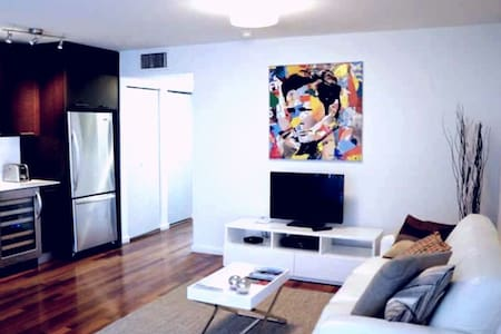 fall into the sand from the bed - Miami Beach - Apartment