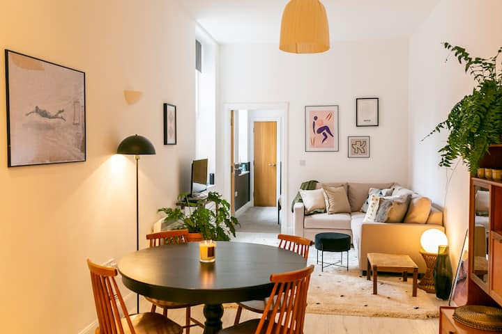 Designer central apartment w/ private parking.