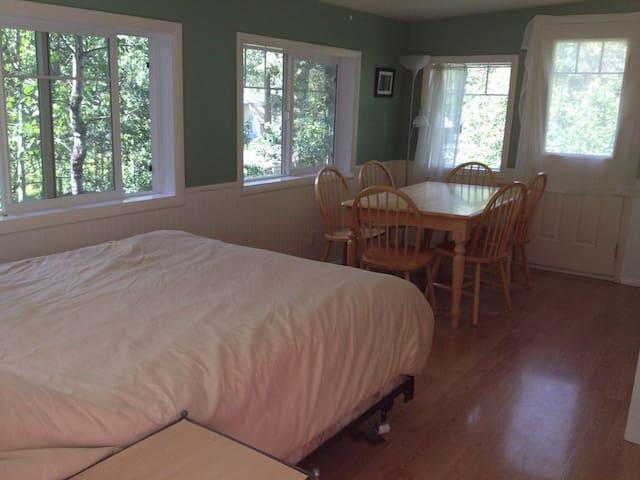 Second bedroom/sunroom