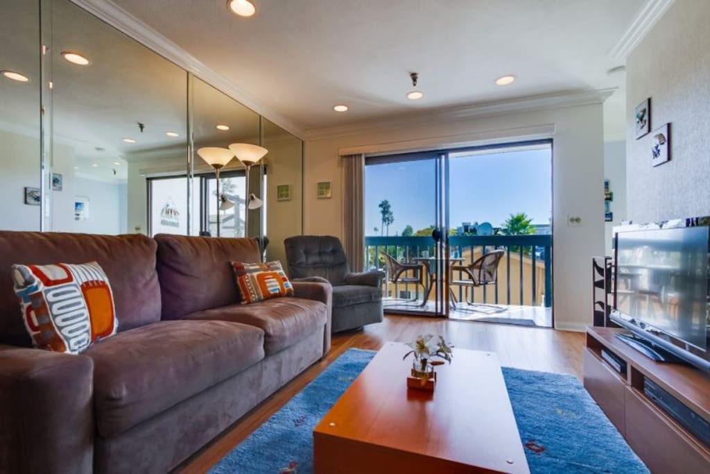Relax in the living room with the sea breeze