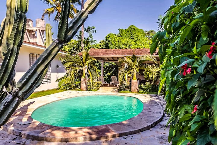 Exquisite elegance 7BR Villa with pool in Siboney
