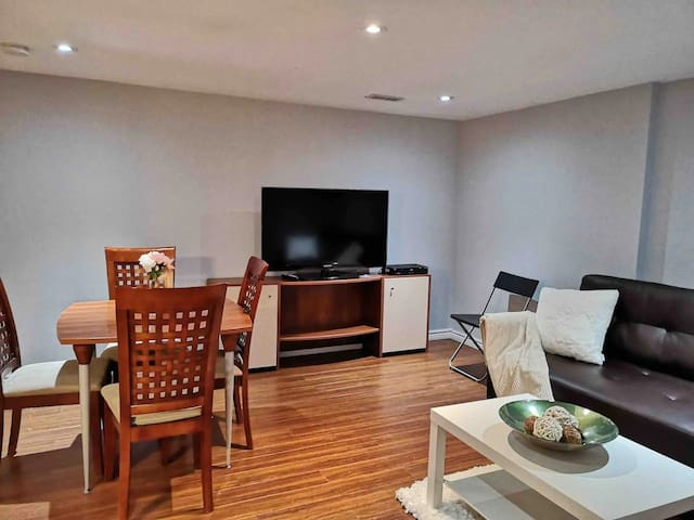 ★ Light and Bright modern room in DT North York★