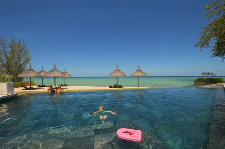 Luxury Beachfront apartment,  pool,  barbecue