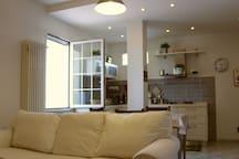 Soggiorno e cucina Living-room and kitchen