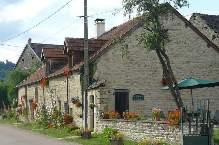 A la campagne près de Dijon - Savigny-sous-Mâlain - Haus
