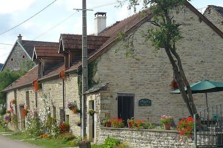 A la campagne près de Dijon - Savigny-sous-Mâlain - Hus