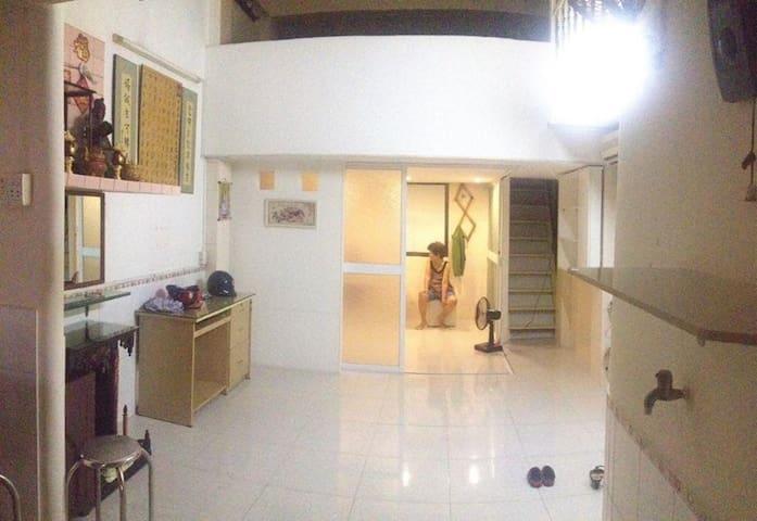 Share apartment's attic + breakfast - citycenter - Ho Chi Minh - Aamiaismajoitus