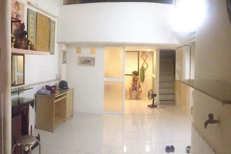 Share apartment's attic + breakfast - citycenter - Ho-Chi-Minh-Stadt