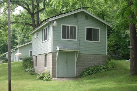 Kamp Kontent - The Hillside Cottage - Geneseo