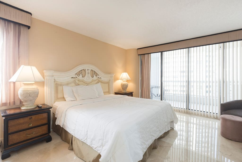Huge Master bedroom suite, with great water and city views