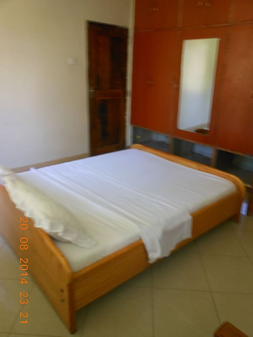 Double bedroom with en suite bathroom/toilet