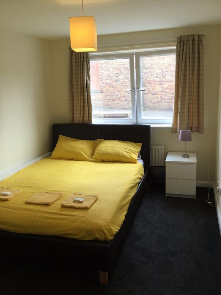 nice room close transport to city centre
