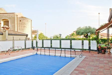 Spacious bungalow w/swimming pool - VIAGRANDE