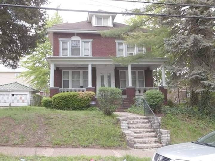 Colonial Home Next to EWR and NYC! Best Deal #2