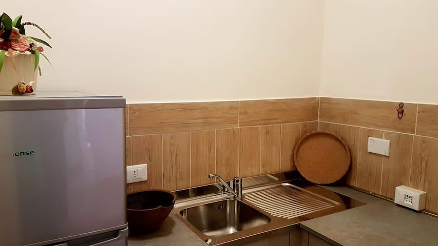 Angolo bar, lavello, fornellino elettrico