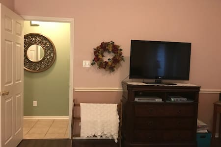 Cozy 4BR on the Golf Course - Cypress