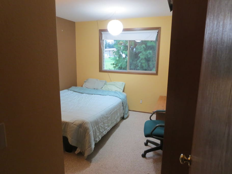 Comfy queen futon with memory foam mattress topper. Window looks over the back yard and play fields of the junior high.