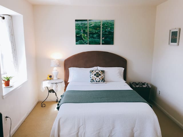 Sunset Master BR w Private Full Bath & Comfy Bed