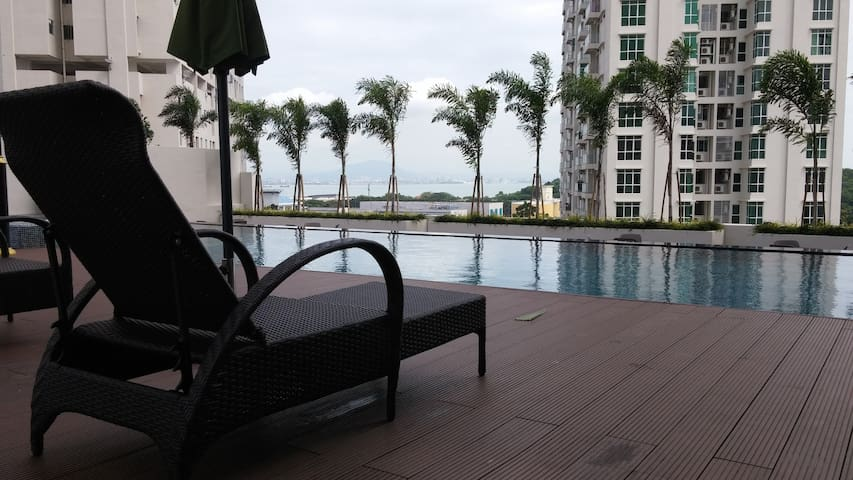 Modern Cozy~~ Suite with 100Mbps WiFi & Pool & Gym - Jelutong - Apartament