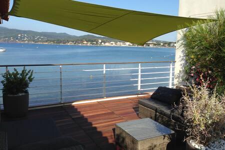 Unique: appartement-terrasse sur la plage