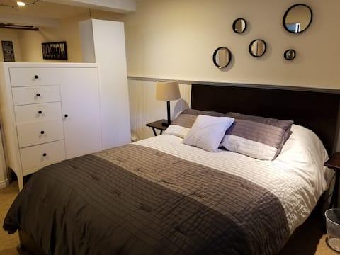 Clean Spacious Suite-Private Entrance-Near Boston