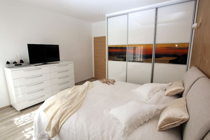 room 1,king size bed