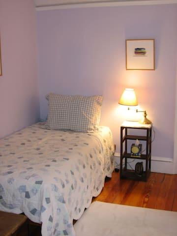 Cozy Boston Area Home Away - Waltham - Bed & Breakfast
