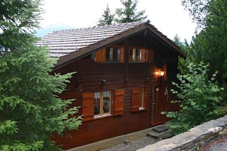 Small chalet with stunning views - Montana - Chalet