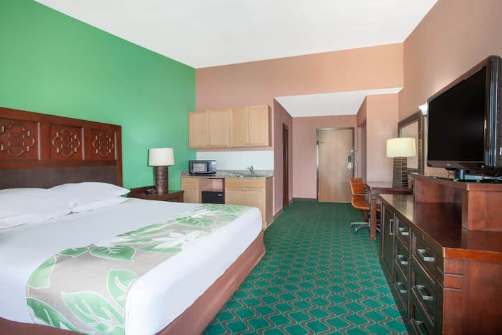 A-P-T Suites Kissimmee King Bed Available