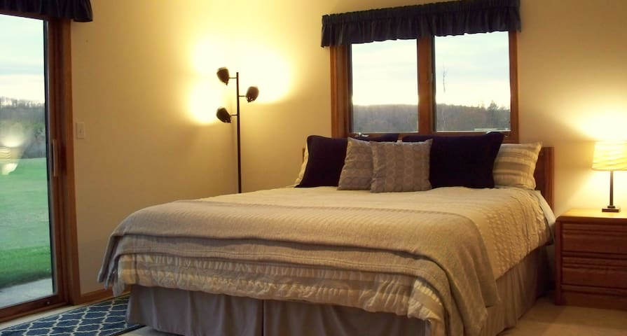 Sugar's Meadow B&B-MeadowView Suite - Mesick