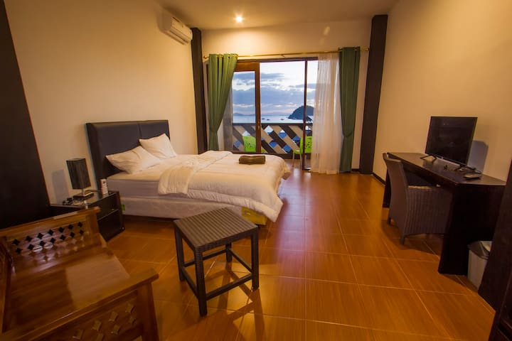 Large Room, double bed with balcony and ocean view