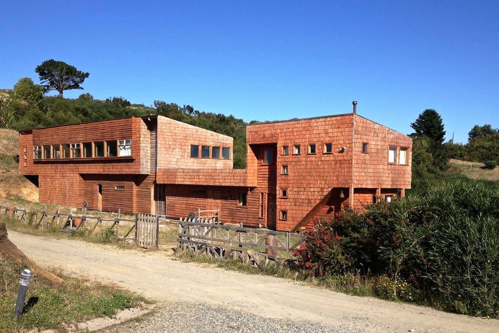Propiedad con dos recintos independientes; Un Loft y una Cabaña.